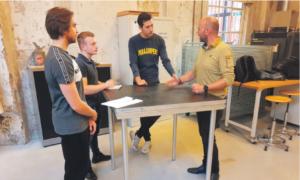 Jens Beekman neemt zelf de pitch van een bedrijf over. Foto Mark Ebbers